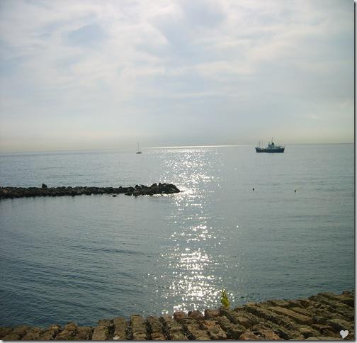 ...și imensitatea mării la Antibes.