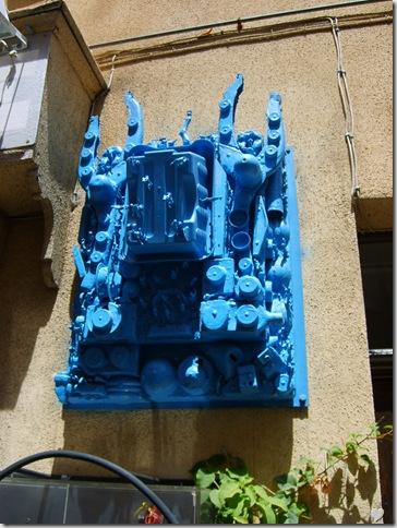 Sculptură sau motor? Albastru și abstract