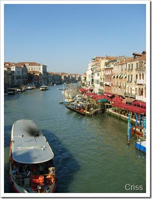 Canal Grande văzut de pe podul Rialto