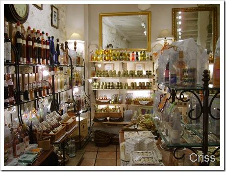 Un magazin în care mirodeniile, vinurile bune și delicatesele nu te lasă să pleci cu mâna goală.