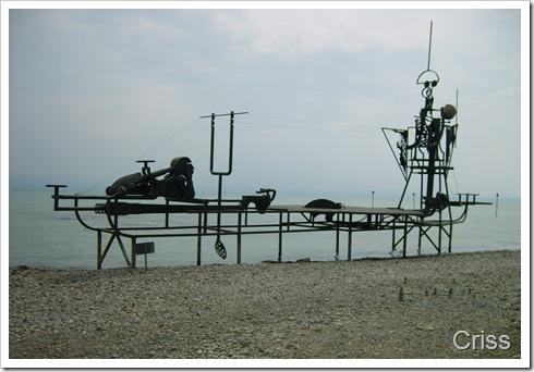 Constructii (sculpturi?) ciudate pe malul lacului Bodensee (Germania)