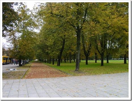 Parcul imens era decorat în culorile toamnei