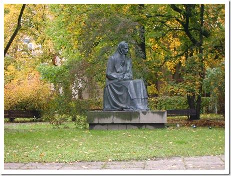 Statuia din parc...veghează