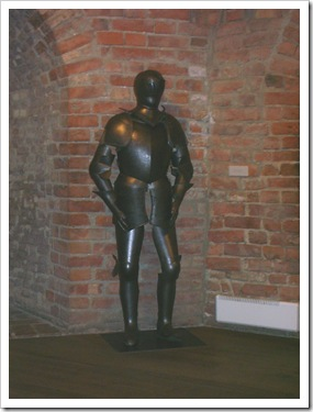 Armură veche(Aprox. sec XVI) expusă  în interirul Fortului.