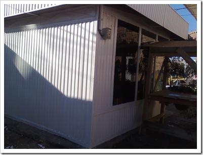 """""""Construcția"""" de lemn se înalță cât baraca. 29 decembrie 2009"""