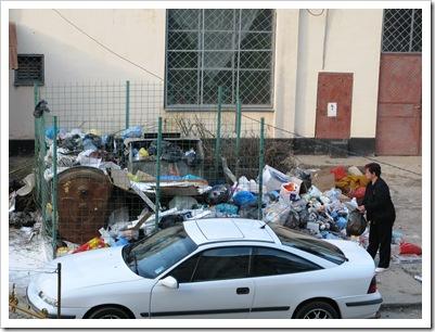 Paste_2010 . Așa se aruncă gunoiul și așa devine platforma un munte.